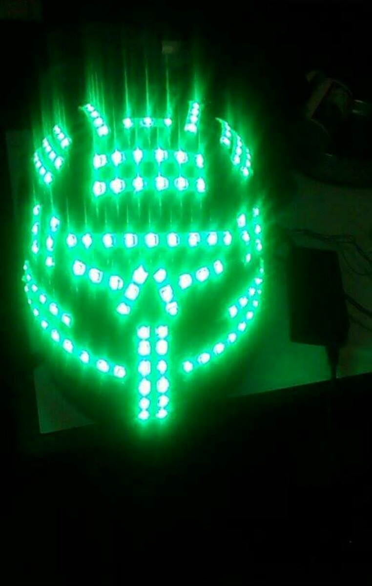 Disfras de robot con luces led para hora loca s for Luces led para jardineras
