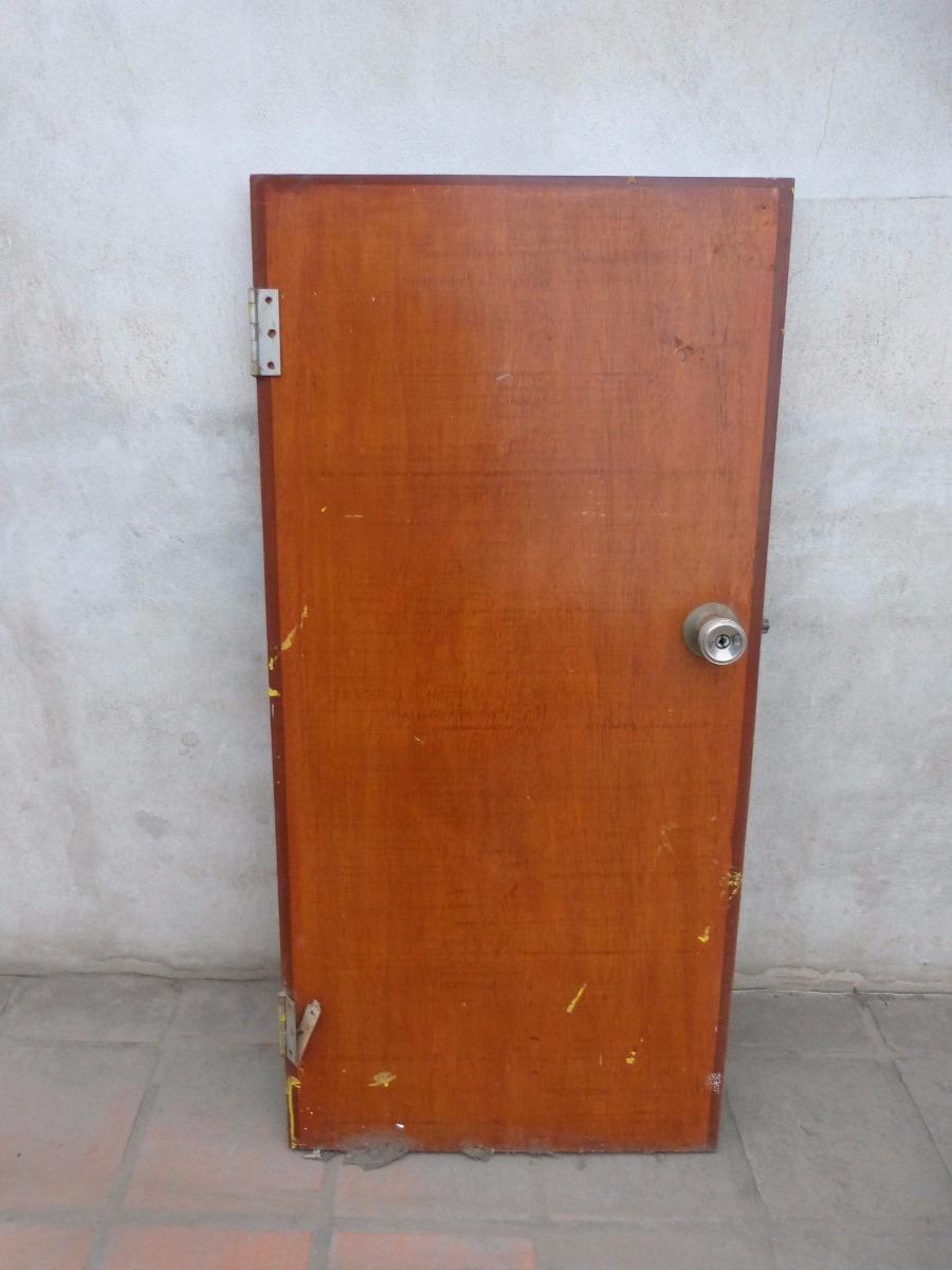 Remato puerta chica de madera contraplacada color caoba for Puertas color madera